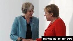 Тереза Мэй и Ангела Меркель.