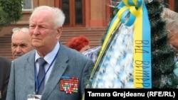 Și o coroană cu panglică în culorile steagului ucrainean