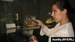 Элина Силантьева үз эшләре белән таныштыра