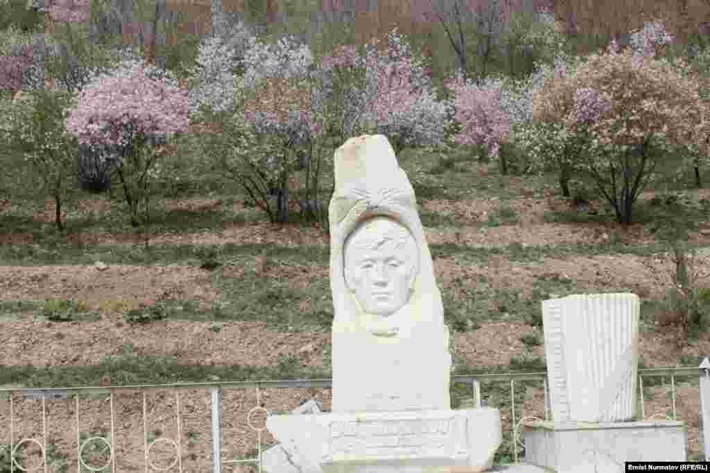 Могила известного кыргызского композитора Рысбая Абдыкадырова