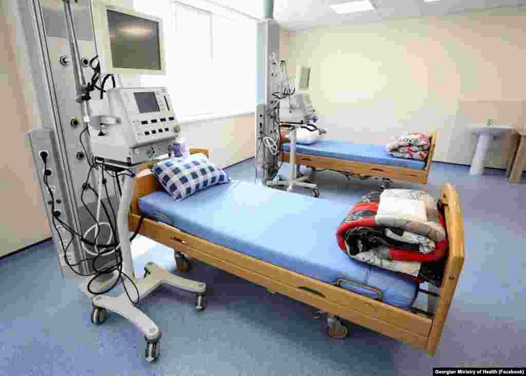ჯანდაცვის მინისტრმა, ეკატერინე ტიკარაძემ, 2 აპრილს განაცხადა, რომ კვირის ბოლოს რუხის კლინიკა 100 პაციენტის მიღებას შეძლებს