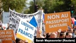 Protest la Paris împotriva extindetii utilizării certificatului sanitar, Franța, 31 iulie 2021.