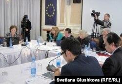 Круглый стол по презентации обзоров по выполнению Национального плана действий в области прав человека на 2009-2012 годы. Астана, 27 ноября 2012 года.