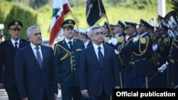 Lebanon - President Michel Suleiman (L) and his visiting Armenian counterpart, Serzh Sarkisian, inspect an honor guard outside the presidential palace in Beirut, 28Nov2012.