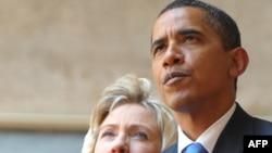 АҚШ президенті Барак Обама мен мемлекеттік хатшы Хиллари Клинтон Мысырдағы Хасан Сұлтан мешітінде. 4 маусым 2009 жыл.