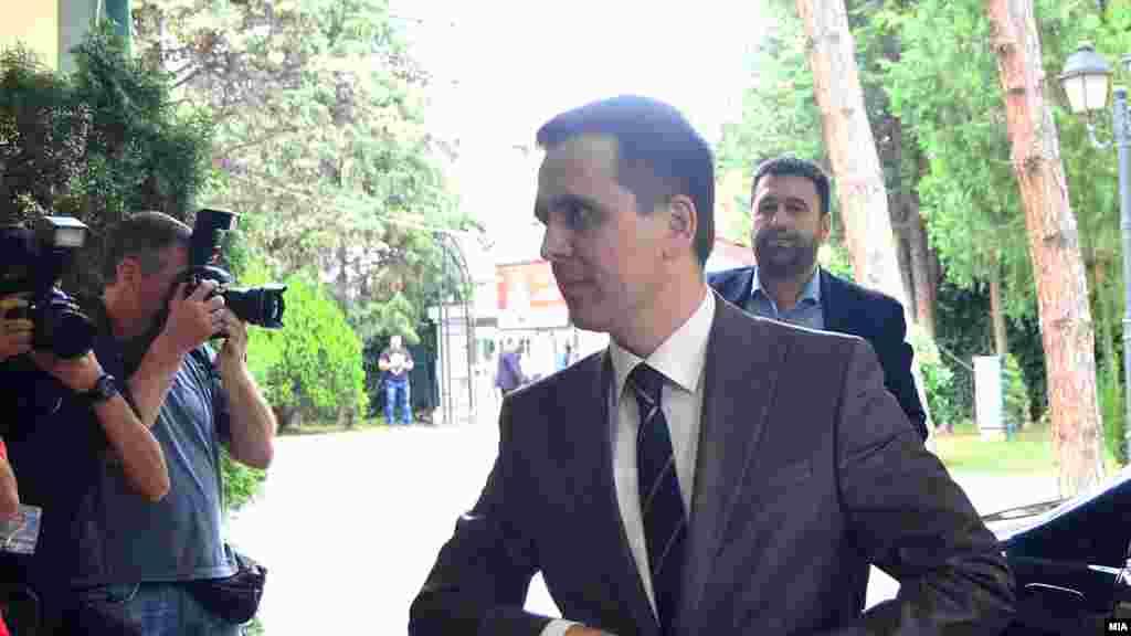 МАКЕДОНИЈА - Премиерот Зоран Заев се сретна со лидерот на БЕСА Билал Касами во рамки на консултациите со политичките партии за обезбедување двотретинско мнозинство за уставните измени.
