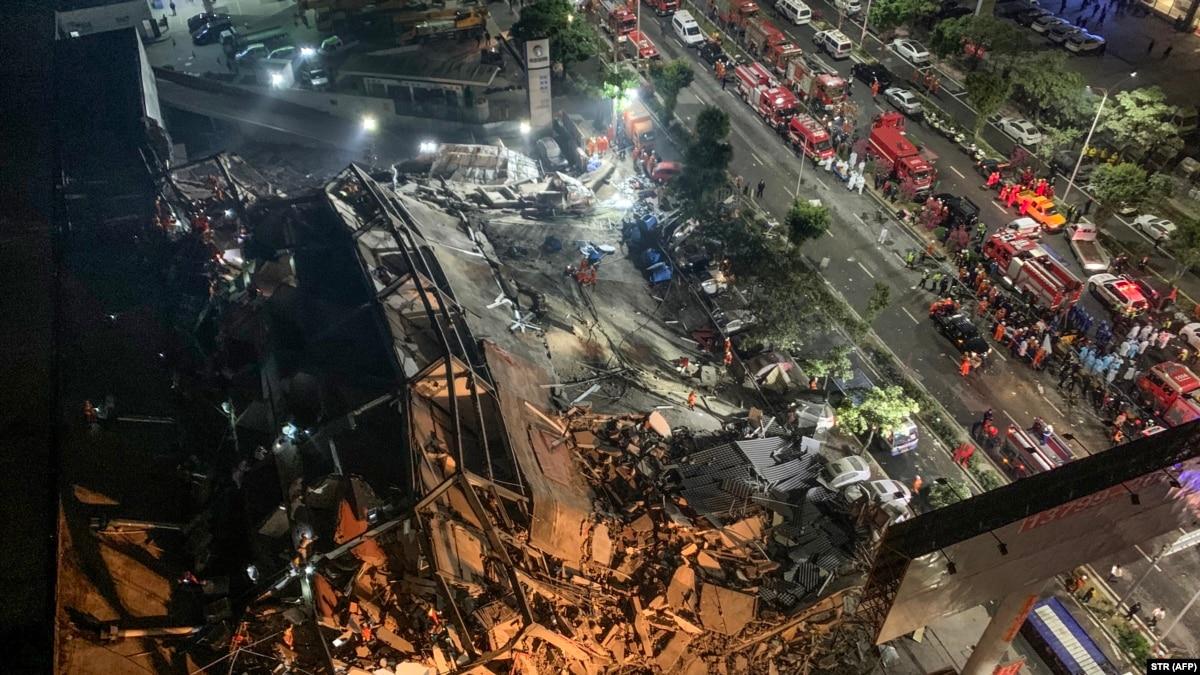 В Китае из-за обвала отеля, который использовали как карантинный центр, погибли 10 человек