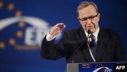 Վիլֆրիդ Մարտենսը ելույթ է ունենում Եվրոպայի ժողովրդական կուսակցության համագումարում, արխիվ