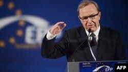 Եվրոպական ժողովրդական կուսակցության նախագահ Վիլֆրիդ Մարտենսը ելույթ է ունենում կուսակցության համագումարում, արխիվ