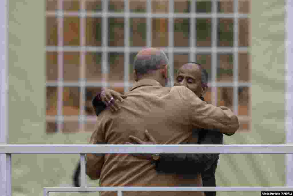 Мусульмане приветствуют друг друга как братья.