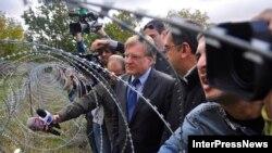 """Посол США в Грузии Ричард Норланд после посещения де-факто границы, """"вспомнив Берлинскую стену"""", заявил, что людей согнали с родной земли, оторвали от могил предков. У местных жителей должна быть возможность свободно передвигаться"""