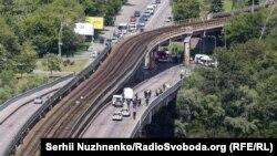 1 червня поліціяотримала повідомленняпро замінований міст Метро в Києві