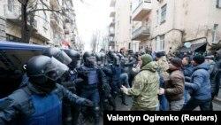Столкновения полиции и сторонников Михаила Саакашвили в Киеве