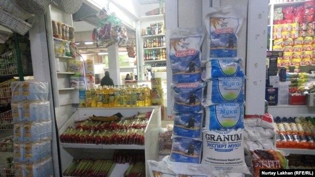 Продажа муки на одном из рынков в Алматы. 7 ноября 2019 года.
