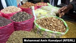 افغانستان هفتمین صادر کننده کشمش و یازدهمین صادر کننده بادام در جهان بودهاست.