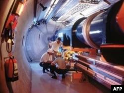 """Tunelet nën kufirin francezo-zviceran gjatë zbërthimeve për gjetjen e grimcës """"Higgs boson"""", nga CERN-i.(Foto nga arkivi)"""