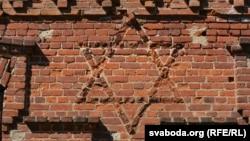 Зорка Давіда нафасадзе крэўскай сынагогі
