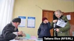 На избирательном участке в Молдове, 24 февраля 2019 года.