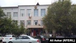 У здания суда в городе Актобе. Иллюстративное фото.
