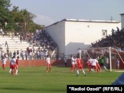 Дружественный мачт между футбольными командами Таджикистана и Афганистана. 4 июня 2013 года. Иллюстративное фото.