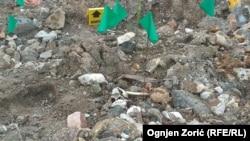 Ekshumiranje žrtava iz masovne grobnice Rudnica pored Raške u aprilu 2014. godine. U grobnici su nađena 54 tijela albanskih civila sa Kosova.