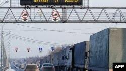 Беларускія грузавіікі ў чарзе на санітарны кантроль пад Смаленскам