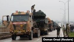 Թուրքական զինուժը ժամանում է Սիրիայի հետ սահմանակից Ռեյհանլը քաղաքի ռազմաբազա, 17-ը հունվարի, 2048թ․