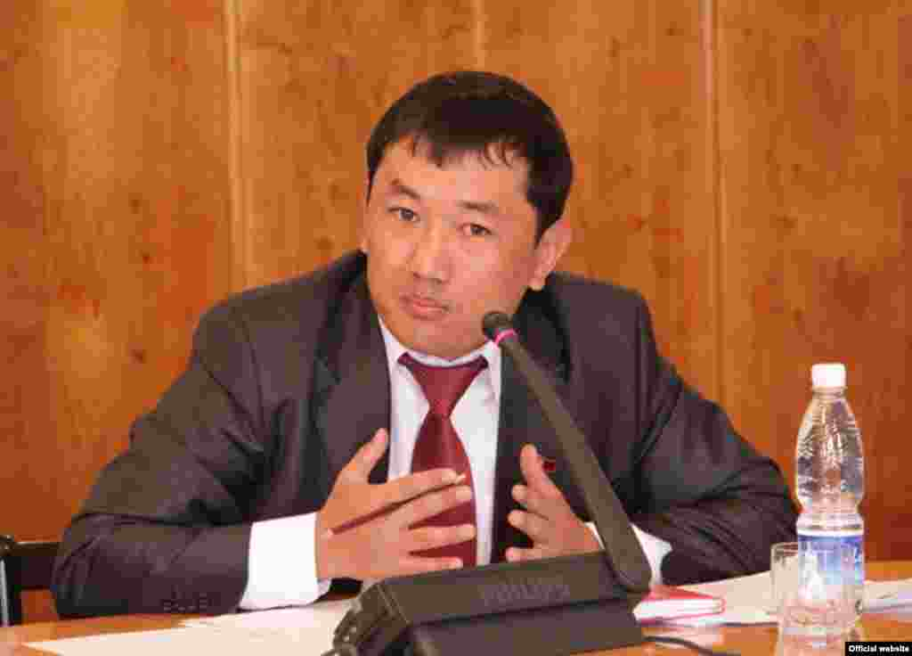 Акыркы сүрөт: Бул сүрөт депутат каргашага кабылаардан бир күн мурда тартылган. (Тарткан А. Оморов, ЖК басма сөз кызматы) - Kyrgyzstan -- Last a photo of the killed deputy of parliament Sanzhar Kadyraliev,undated