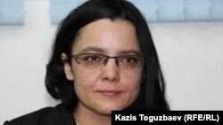 Журналист Юлия Козлова сотта отыр. Алматы, 9 ақпан 2016 жыл.