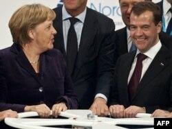 Ангела Меркель һәм Дмитрий Медведев