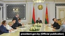Аляксандар Лукашэнка на нарадзе аб праблемных пытаньнях у сыстэме аховы здароўя і кадравых прызначэньнях