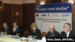"""Učesnici skupa """"Pravda i ratni zločini"""", Zagreb, 17. siječanj 2011."""