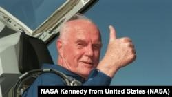Джон Гленн. 26 октября 1998. Фото НАСА