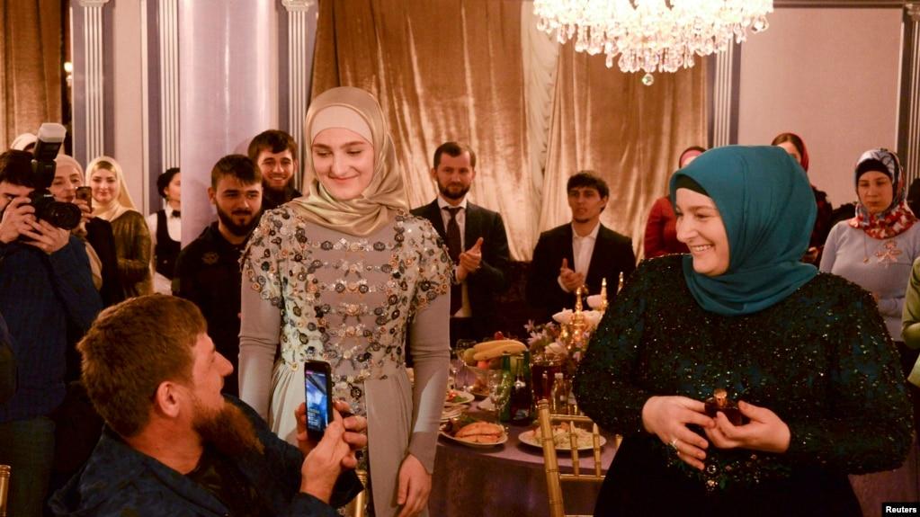 Рамзан Кадыров, его дочь и жена Медни