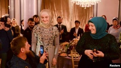 """Картинки по запросу """"Չեչնիայում սպասում են Ռամզան Կադիրովի դստեր մահապատժին այս ԽԱՅՏԱՌԱԿ լուսանկարի համար. Միայն տեսնեք, թե ինչ է նա հրապարակել. ՖՈՏՈ, ՎԻԴԵՈ"""""""