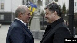 Президенти Білорусі та України Олександр Лукашенко та Петро Порошенко