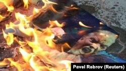 Портрет президента США Дональда Трампа, который сожгли в Симферополе, 16 апреля 2018 года