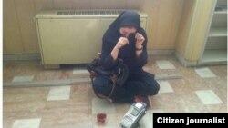 عکسی از «جمعآوری میز و صندلی» کارمند معترض در اداره مخابرات آذربایجان غربی