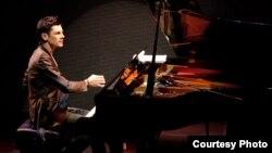 Максим Мрвица, хрватски пијанист.