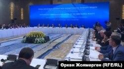 1 желтоқсан - Қазақстан тұңғыш президенті күніне орай өтіп жатқан халықаралықпарламенттік конференция. Астана, 27 қараша 2017 жыл.