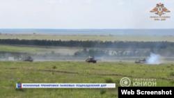 Кадры учений российских гибридных сил