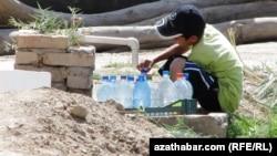 Türkmenistanyň dükanlarynda agyz we gazly suwlar gymmatlady