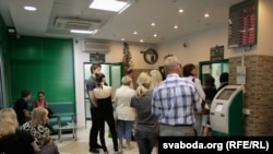 Валюта в белорусских обменниках по-прежнему в большом дефиците