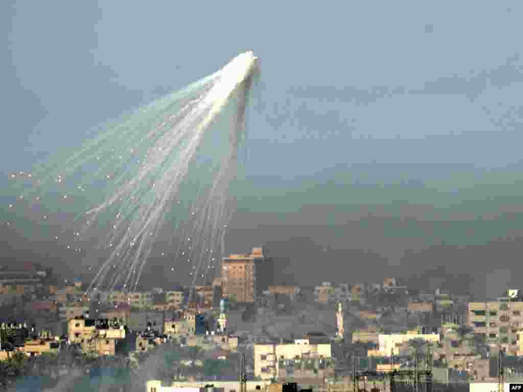انفجار در آسمان غزه.