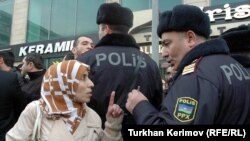 Təhsil Nazirliyi qarşısında hicaba dəstək aksiyası - 2010
