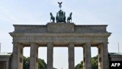 """Гостиница """"Адлон"""", где разметился Ходорковский в Берлине, находится у Бранденбургских ворот"""