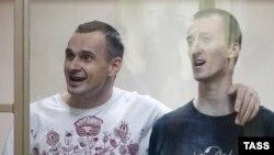 Олег Сенцов (л) і Олександр Кольченко у залі суду, Ростов-на-Дону, Росія, 25 серпня 2015 року