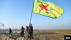 Загони Курдської народної самооборони святкують перемогу в Кобане, 26 січня 2015 року