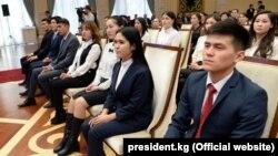 Студенты на церемонии вручения президентской стипендии.
