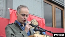 Armenia -- ANC coordinator Levon Zurabian speaking at oppositions rally in Yerevan, 30 September, 2011